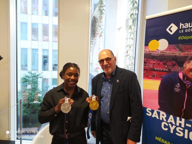 La judokate Sarah-Léonie Cysique, double médaillée et Jean Di Meo, président du CDOS 92.