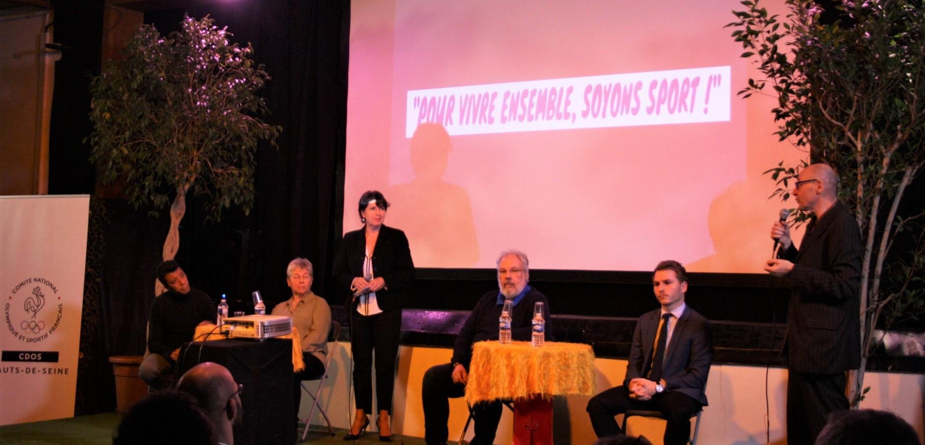 Table ronde avec (de gauche à droite) Brahim Naît-Balk, Sylvie Thivet, François Charrasse et Corentin Bob et à l'animation, Arielle Boulin-Prat et Frédéric Fort.